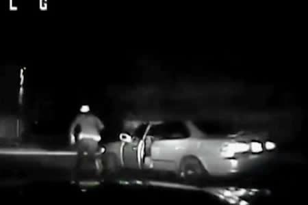 Un conductor ebrio se 'autoatropella' mientras escapa de la Policía