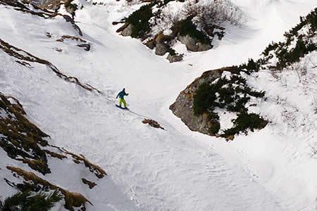 Se salva milagrosamente de una avalancha gracias a su airbag