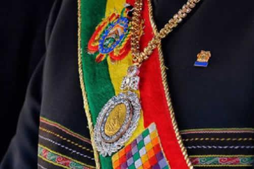 Restituyen medalla y banda presidencial al Banco Central de Bolivia