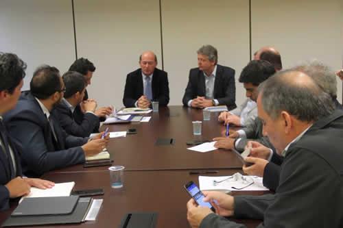 Bolivia negocia con Brasil venta de 300.000 toneladas de urea, gas natural y GLP