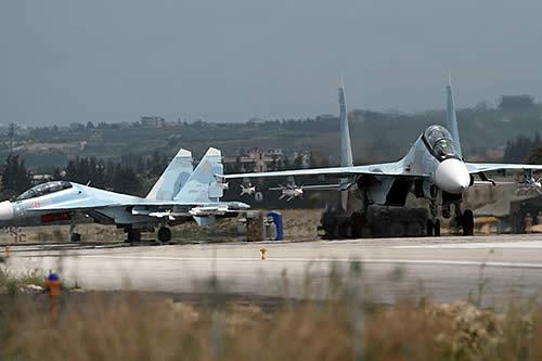 Militares rusos derriban un dron lanzado contra la base aérea de Jmeimim en Siria