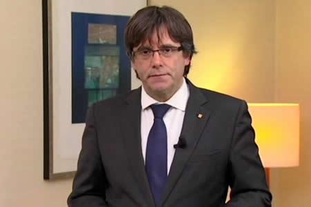 Puigdemont pacta con los republicanos de ERC ser presidente catalán de nuevo