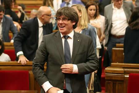 Secesionistas catalanes controlarán Parlamento sin cerrar elección Puigdemont