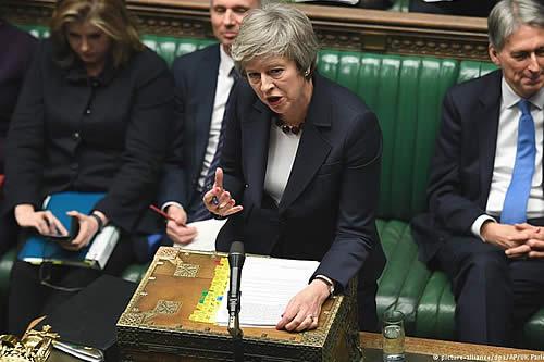 """May estudia protección a trabajadores para plan del """"brexit"""""""