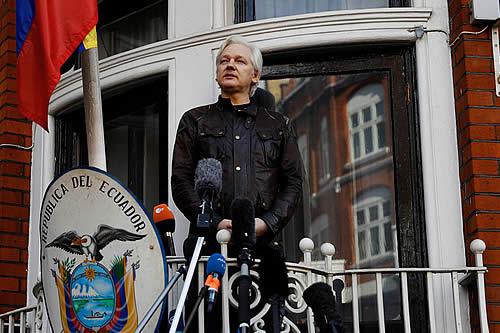 Recaudan fondos para defensa de Assange por temor a expulsión de embajada ecuatoriana