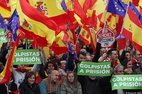 Derecha española exige que Sánchez convoque a elecciones