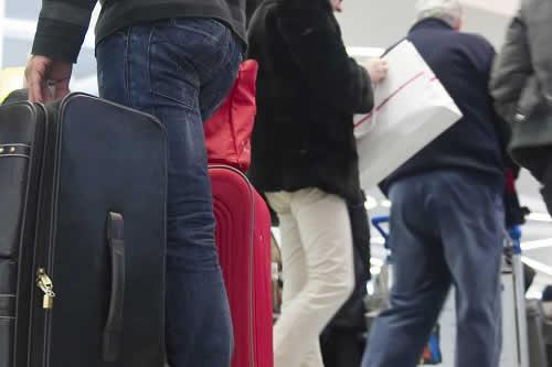 """Una mujer con una granada de """"recuerdo"""" desata la alarma en aeropuerto vienés"""