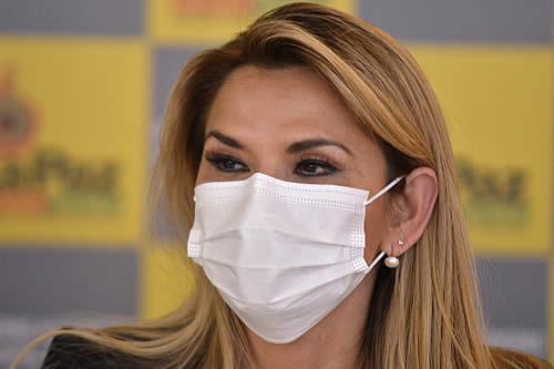 La presidenta Áñez está estable y recibe tratamiento preventivo contra el COVID-19