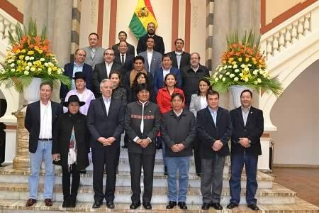 Ministros presentan renuncia colectiva para que Evo Morales renueve equipo