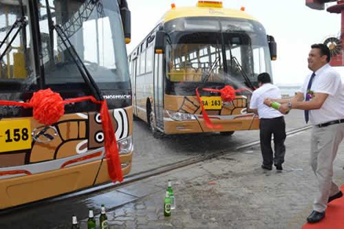 Tercera flota de buses Puma Katari emprende viaje desde China