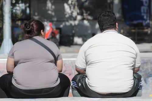 Obesidad y sobrepeso elevan riesgo de lesiones y fracturas en la tercera edad