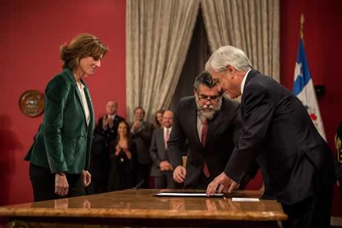 Piñera retoca su gabinete con salida de polémico ministro de Educación