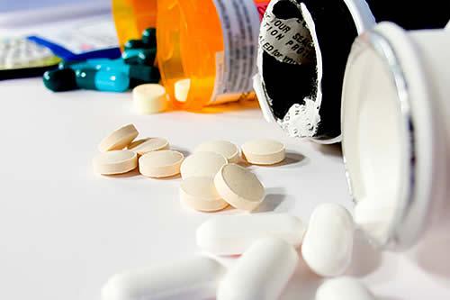 Morales ratifica propósito de construir en Bolivia fábrica de medicinas para combatir el cáncer