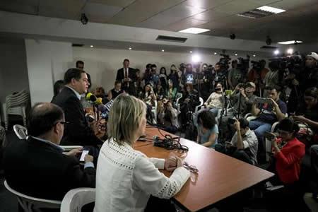 La oposición vuelve al diálogo con Maduro diezmada y más desunida que nunca