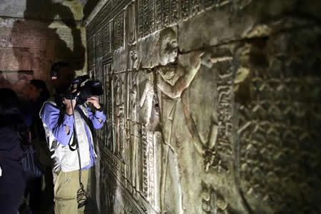 Una momia, máscaras o frescos entre los tesoros de 2 tumbas del Imperio Nuevo