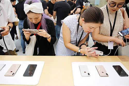 China prohíbe la venta de varios modelos de iPhone y las acciones de Apple caen enseguida