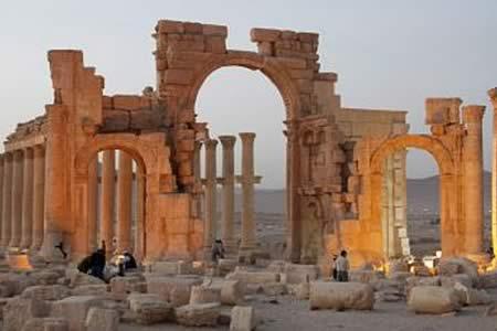 """EI causa daños """"significativos"""" en teatro romano y Tetrapilón de Palmira"""