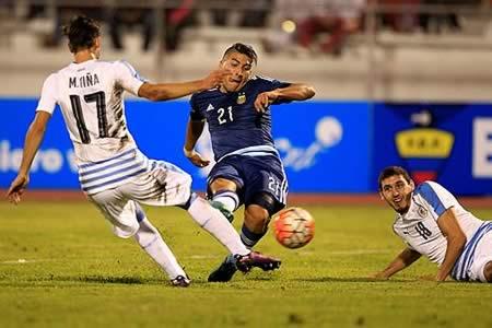 Argentina y Uruguay brindan espectáculo y lluvia de goles