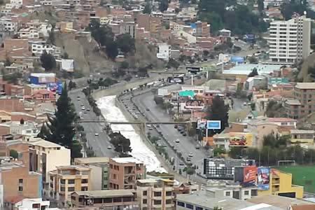Una colisión de camiones deja dos heridos en Av. Costanera