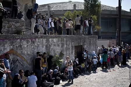 Joven afgana denuncia violación por dos hombres en la isla griega de Lesbos
