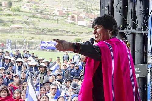 """Morales dice que obras de """"Bolivia cambia, Evo cumple"""" son de servicio a la población"""