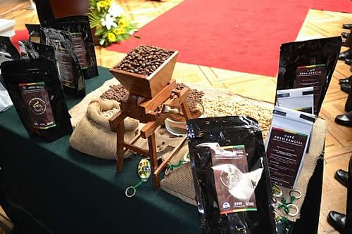 Gobierno construirá Centro de Investigación y una Planta de Abonos para fomentar producción de café