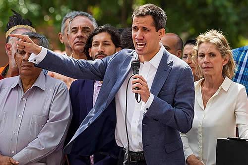En Venezuela, el opositor Juan Guaidó pide ayuda militar, civil y extranjera para tomar mando del ejecutivo