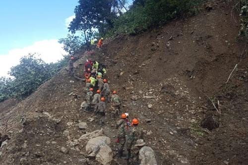 Policía confirma 18 muertos, 15 heridos y 12 desaparecidos en deslizamientos de Caranavi