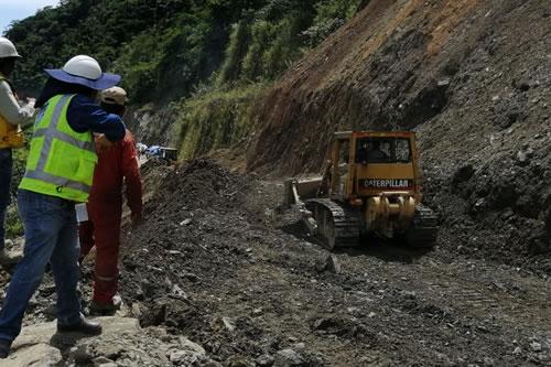 ABC cierra el tránsito vehicular en un tramo en Pando y restringe el paso por horas en dos vías en La Paz