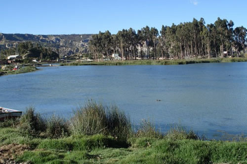 Hallan el cadáver de un joven en una laguna de Achocalla