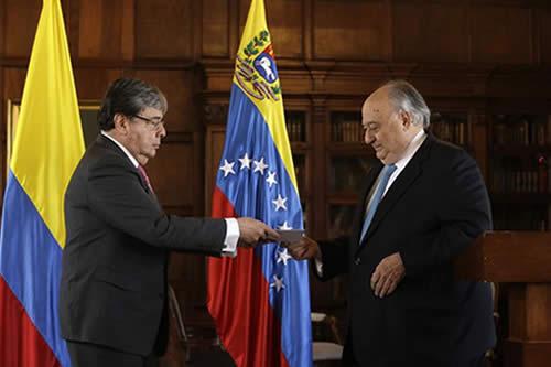 Calderón Berti presenta credenciales a Colombia y agradece apoyo a Venezuela