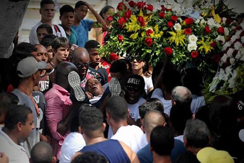 Brasil entierra y da el último adiós a las víctimas de incendio del Flamengo