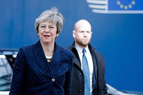 May descarta la unión aduanera que pide Corbyn, pero está abierta al diálogo
