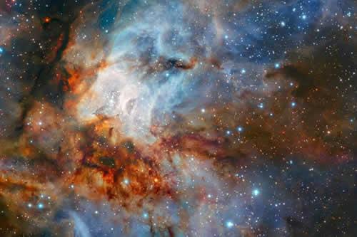 Astrónomos europeos captan una imagen detallada del cúmulo estelar RCW 38