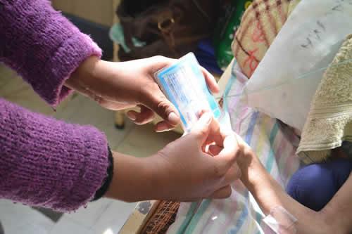 Salud entrega carnet de discapacidad a Limberth