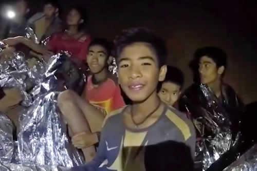 Los menores rescatados en Tailandia cavaron un túnel para mantener el calor