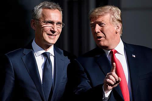 Trump bromea diciendo que solo le cae bien al secretario general de la OTAN pero no le importa