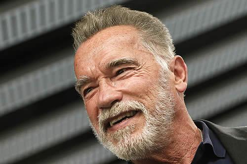 """Schwarzenegger admite """"haber cruzado la línea de lo permitido"""" con las mujeres"""