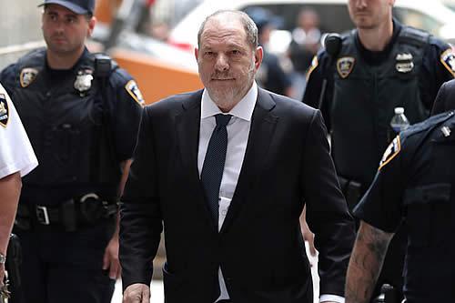 Fiscales retiran un cargo por crimen sexual contra Harvey Weinstein