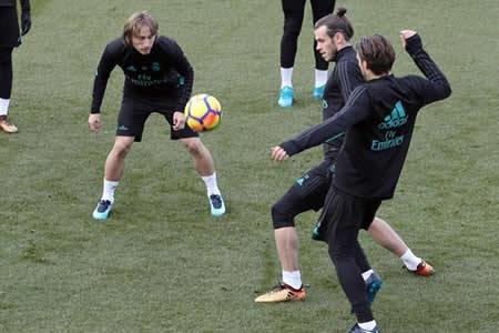 Bale y Varane se entrenan con normalidad