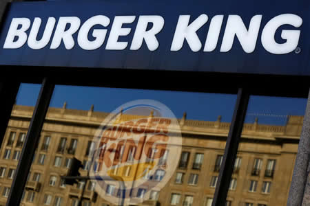 Estudios superiores y habilidades de canto para ser repartidor de Burger King España