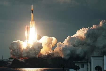 Japón lanza un satélite de Defensa para mejorar la comunicación de sus tropas