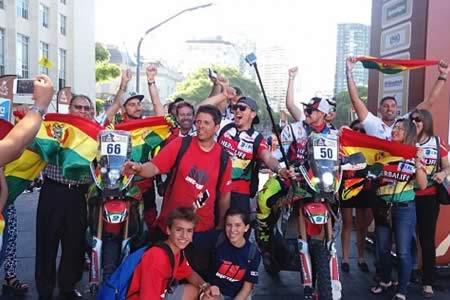 Morales felicita a pilotos bolivianos por su destacada participación en el Dakar 2017