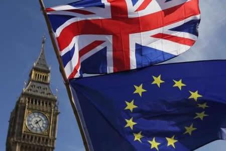 """Un segundo referendo sobre la UE revocaría el """"brexit"""", según una encuesta"""