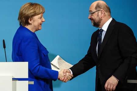 """Merkel y Schulz cierran """"in extremis"""" un preacuerdo para nueva gran coalición"""