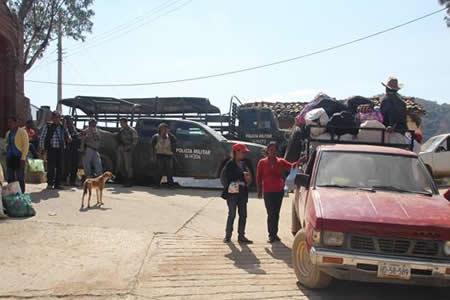 Cientos de personas permanecen desplazadas por violencia en el sur de México