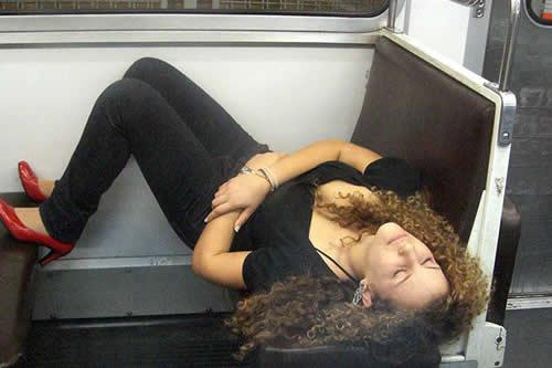 Una mujer se duerme en autobús y sufre una consecuencia inesperada