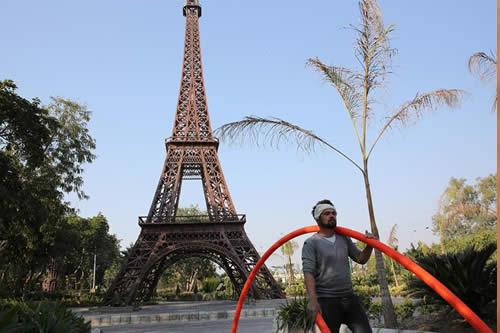 El Coliseo o la Torre Eiffel, en chatarra
