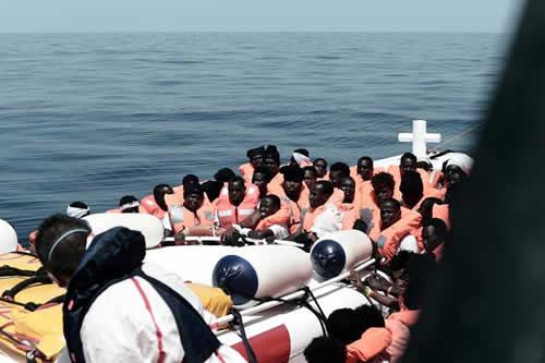 Italia prepara la marcha del Aquarius y rechaza lecciones de Francia y España