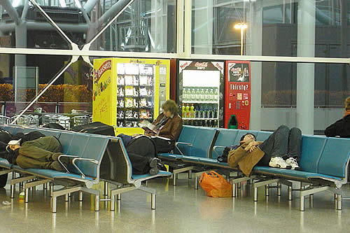 Como Tom Hanks en 'La Terminal': Libanés lleva más de 40 días varado en aeropuerto de Ecuador